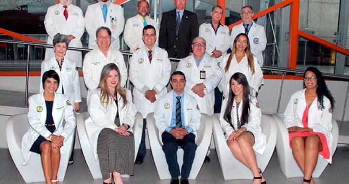 100% de los Residentes graduados de la clase 2018 de Cirugía de Ciencias Médicas aprueba exámenes en su primer intento