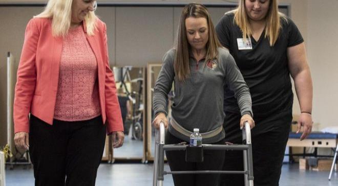 Tres parapléjicos volvieron a caminar por su cuenta con un tratamiento pionero