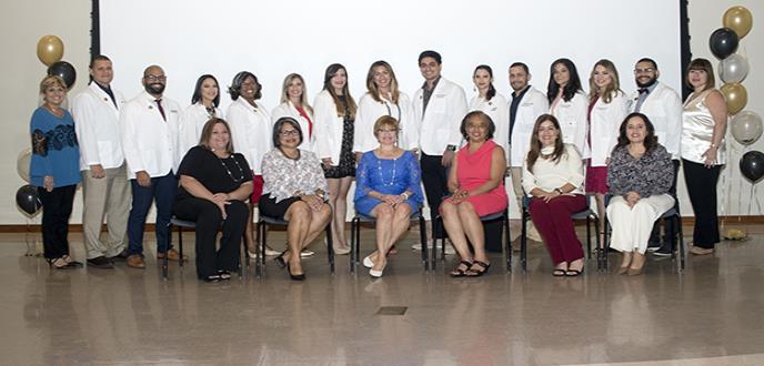 Ciencias Médicas hace historia al graduar el primer grupo de doctores en Terapia  Física en Puerto Rico