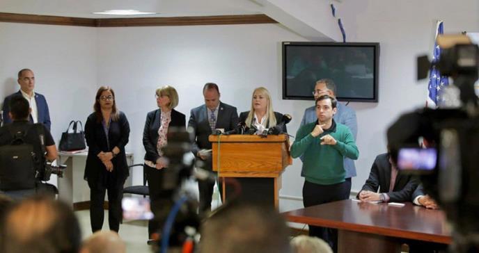 Gobernadora Vázquez firma enmienda para cierre de negocios del 10 al 12 de abril