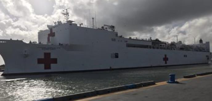 Nace el primer bebé en el USNS Comfort y se extienden las unidades clínicas militares en la isla