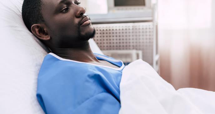 Limitan el acceso a servicios de salud y planes médicos a pacientes negros en Estados Unidos