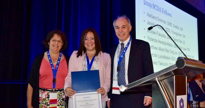 Doctora de Ciencias Médicas hace historia al ser seleccionada como Fellow por organización internacional de odontólogos