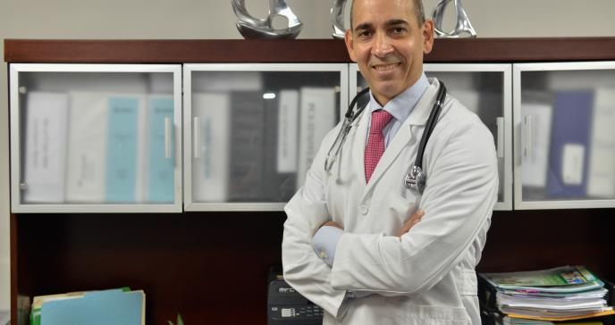 Dr. Héctor Vélez: No existe evidencia científica de que el cannabis cure el cáncer