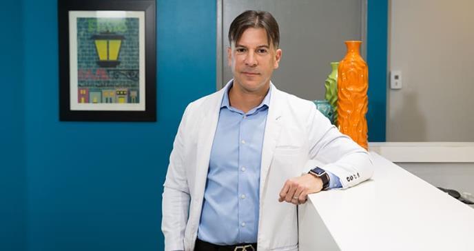 Doctor Oscar Soto Raíces: un reumatólogo con los tenis bien puestos