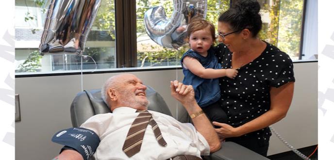 La historia del donante de sangre que a salvado a 2,4 millones de bebés