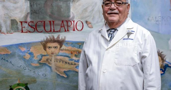 El emergenciólogo que busca preservar la historia de la medicina puertorriqueña