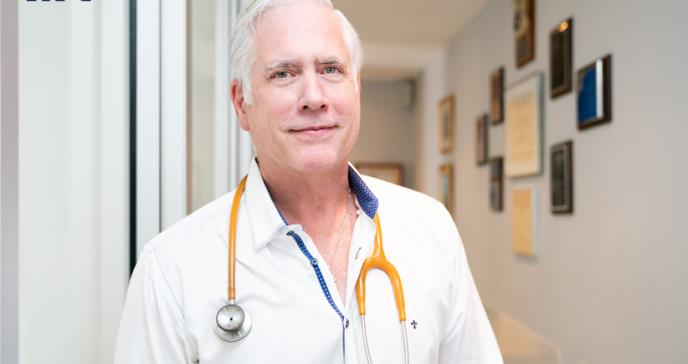 Dr. Víctor Gordo, el internista que educa a los pacientes desde los medios de comunicación