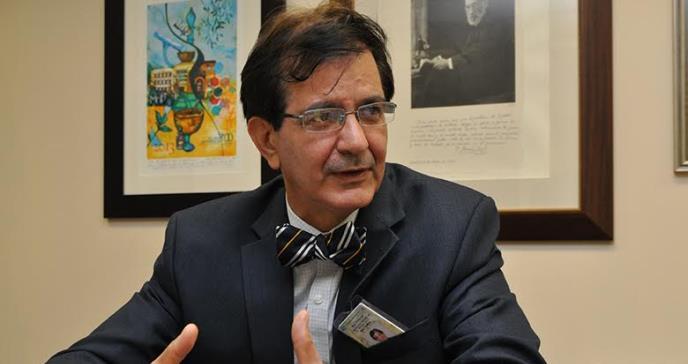 """""""Tenemos alrededor de mil personas infectándose diariamente con COVID19"""", según el Dr. José Rodríguez"""