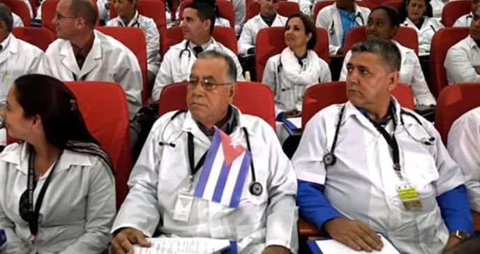 El mundo oculto de los médicos que Cuba envía al extranjero