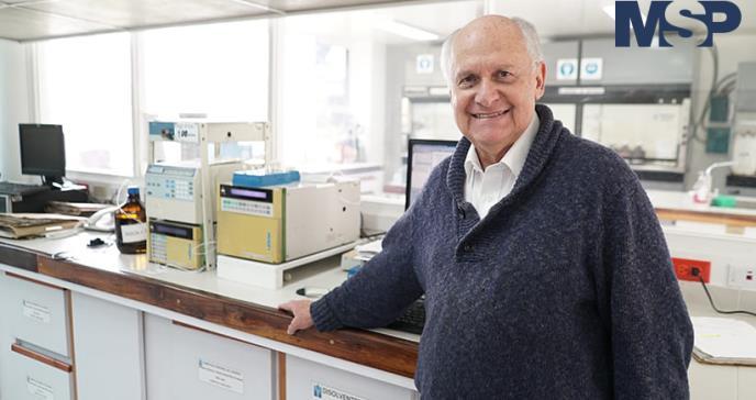 """Dr. Patarroyo: """"es una estupidez completa no vacunarse"""""""