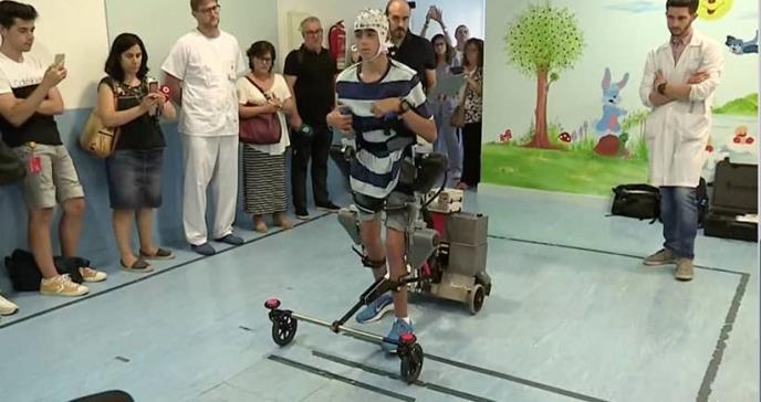 Un exoesqueleto mejora la movilidad de niños con parálisis cerebral