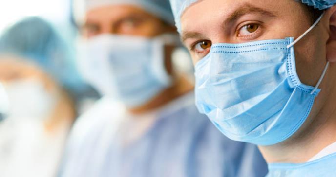 Falta de indumentaria aumenta el riesgo de coronavirus en médicos y enfermeras