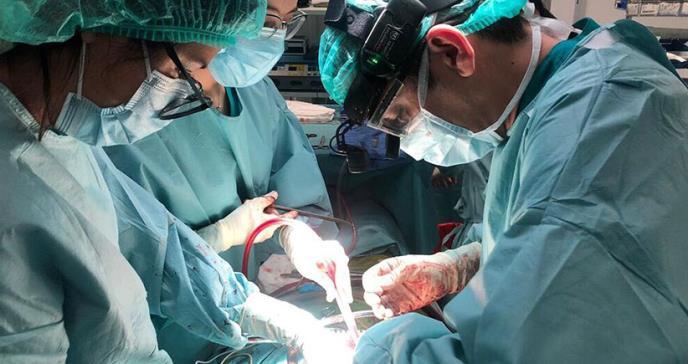 Realizan dos procedimientos de trasplante cardíaco de forma simultánea