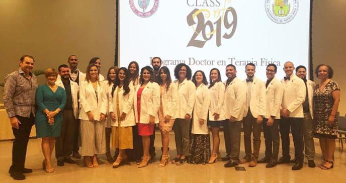 Futuros doctores en Terapia Física de la UPR estrenan su bata blanca
