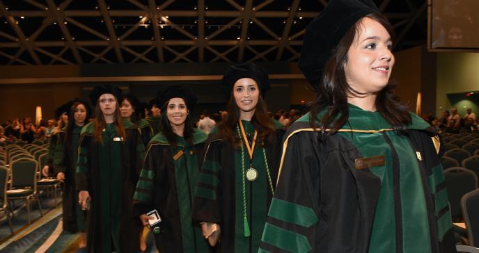 100% se gradúa con honores de la Escuela de Medicina del RCM