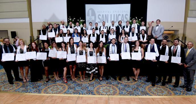 Se gradúan 42 médicos residentes en Ponce