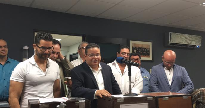 Dr. Víctor Ramos Otero revalida la presidencia del Colegio de Médicos Cirujanos