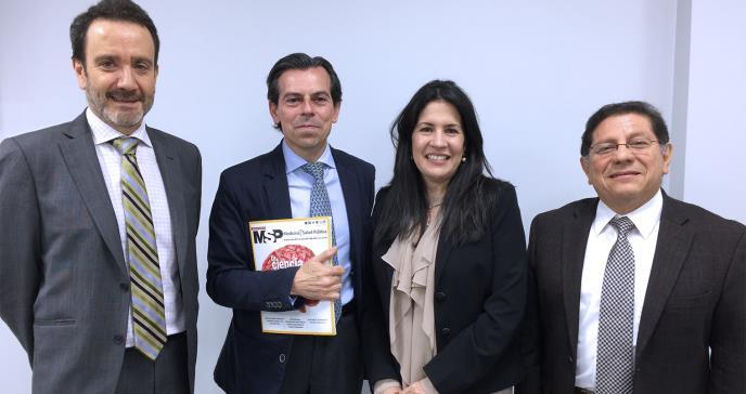 Puerto Rico y España negocian intercambio de estudiantes de medicina