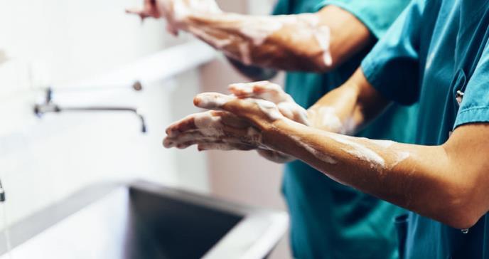 Expertos en COVID-19 explican qué hace el jabón al virus del SARS-CoV-2