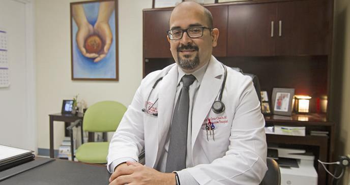 Dr. Cruz Chacón: Cuando la vocación se convierte en una misión por su país