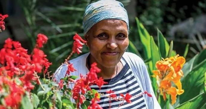 La mujer analfabeta que se convirtió en cirujana de prestigio mundial