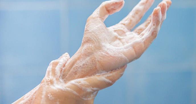 Lavarse las manos es más efectivo que restringir viajes para frenar el coronavirus