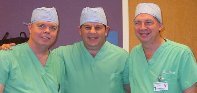 Médico puertorriqueño expone en Londres hallazgos de estudio sobre cirugía de escoliosis