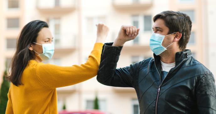 Las mascarillas también reducen los síntomas en infectados de COVID-19