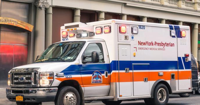 Muertes en Nueva York por coronavirus suben a 385, 100 en un solo día