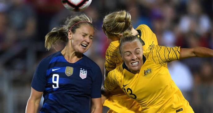 Mujeres, con más daños cerebrales al cabecear un balón