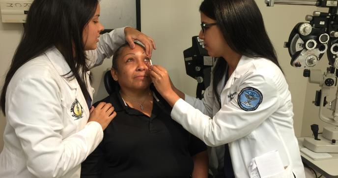 Alerta médica por el síndrome de ojo seco, enfermedades autoinmunes y hasta ceguera
