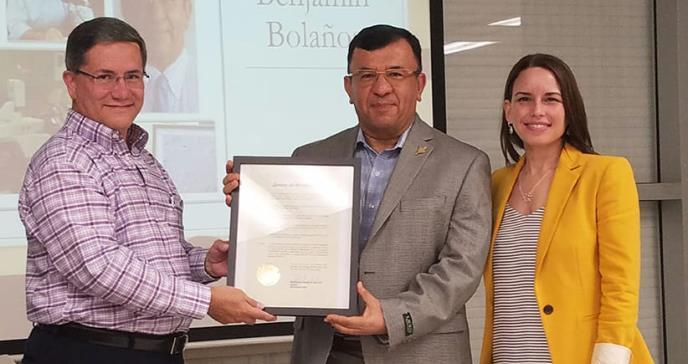 Sociedad de Microbiólogos reconoce la aportación del Dr. Benjamín Bolaños