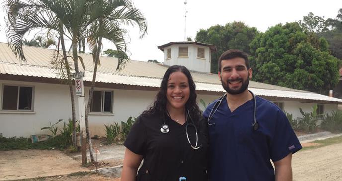 Pareja de futuros médicos misioneros se galardonan con importante premio de salud pública