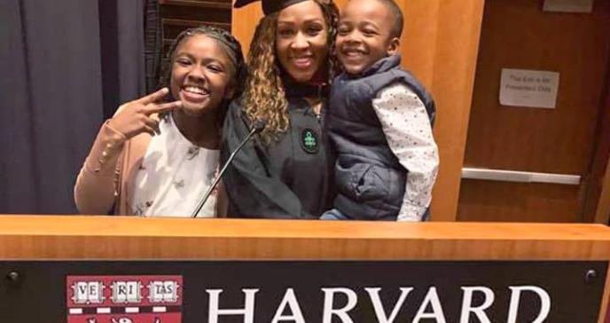 La primera afrolatina y colombiana en recibir un diploma en Ciencias Médicas de la Universidad de Harvard