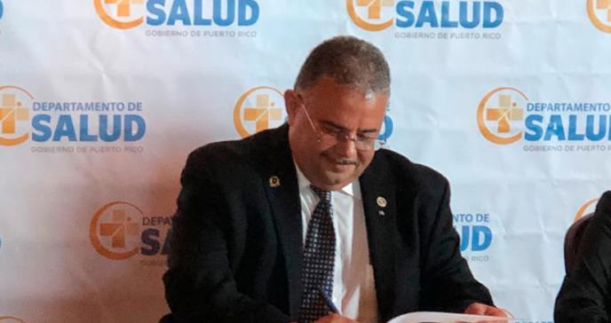 Salud firma acuerdo con ASES para ampliar beneficios a pacientes que viven con VIH