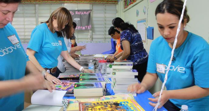 AbbVie mejora a las escuelas públicas del País con trabajo voluntario
