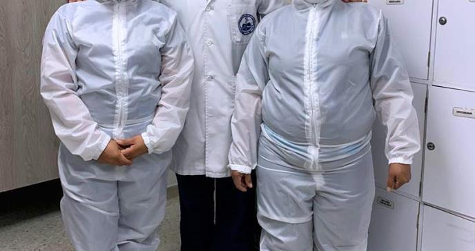 Médicos colombianos diseñaron uniformes antifluidos para evitar contagio de COVID-19
