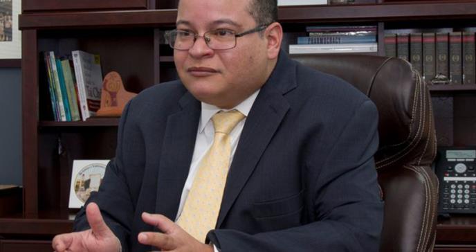 """Dr. Víctor Ramos: """"mientras más tiempo tarden, más estrictas van a ser las restricciones"""""""