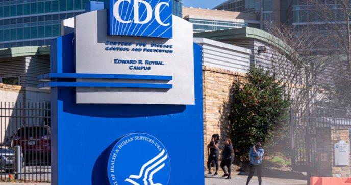CDC emite nuevas guías para para clases presenciales y reduce el distanciamiento social