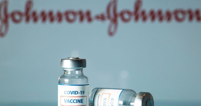 Encuentran posible vínculo de la vacuna Johnson & Johnson con casos de coagulación
