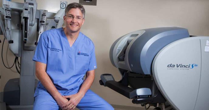 Dr. Marcos Pérez Brayfield, único urólogo pediátrico que realiza cirugía robótica en Puerto Rico