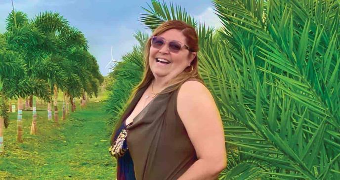 La artritis psoriásica no impide que las manos de Lourdes cultiven la tierra en Puerto Rico
