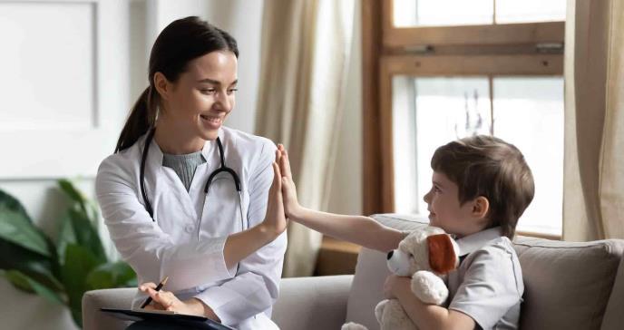 Las médicas son madres 5 años más tarde que el resto de las profesionales