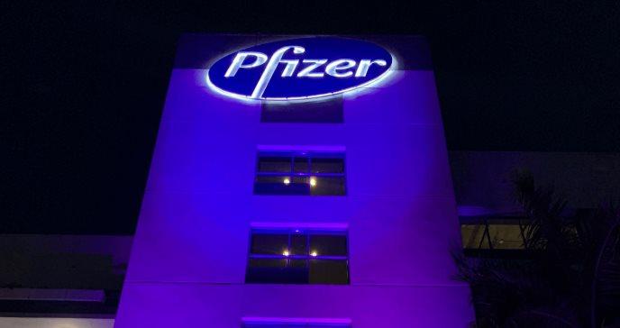 Pfizer se pinta de violeta para conmemorar el día mundial de Enfermedades Inflamatorias del Intestino