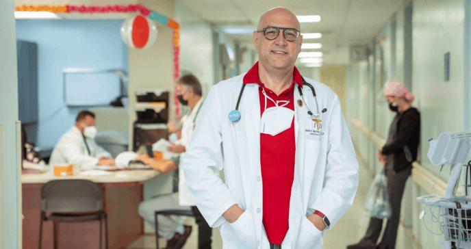 Dr. Gabriel Martínez: Infectólogo y abogado al servicio de la salud de Puerto Rico