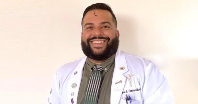 La medicina para la comunidad LGTBQ+: El motor de la carrera del Dr. Henríquez Rivera