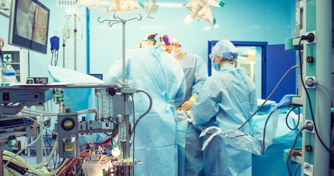 Trasplantan con éxito dos corazones de donantes fallecidos por COVID 19