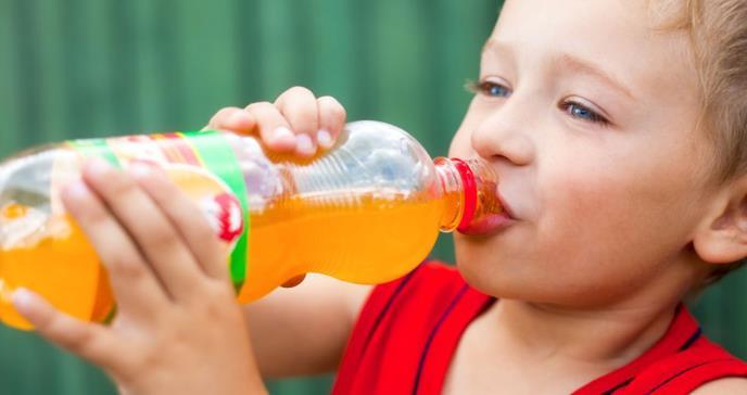 Esto es lo que deben saber los padres sobre las bebidas energéticas que consumen sus hijos