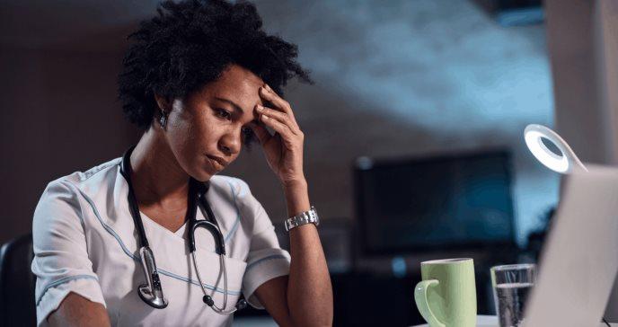 La salud física y psicológica de las enfermeras y enfermeros empeora en los últimos diez años